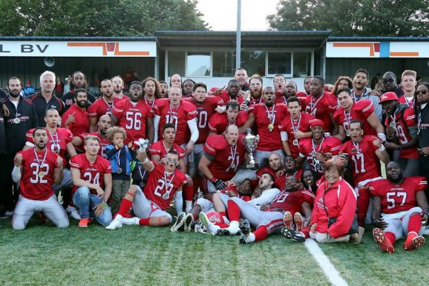 The Amsterdam Crusaders celebrating after the 2016 Tulip Bowl championship in the Netherlands (Photo courtesy of Bob de Calonne).